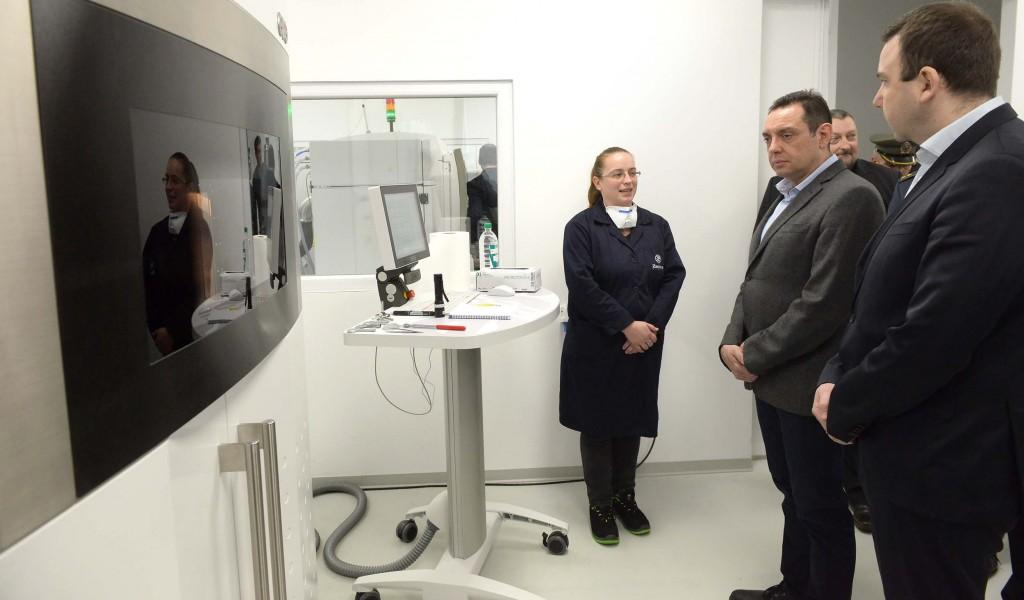 Министар Вулин Улажемо у нове технологије
