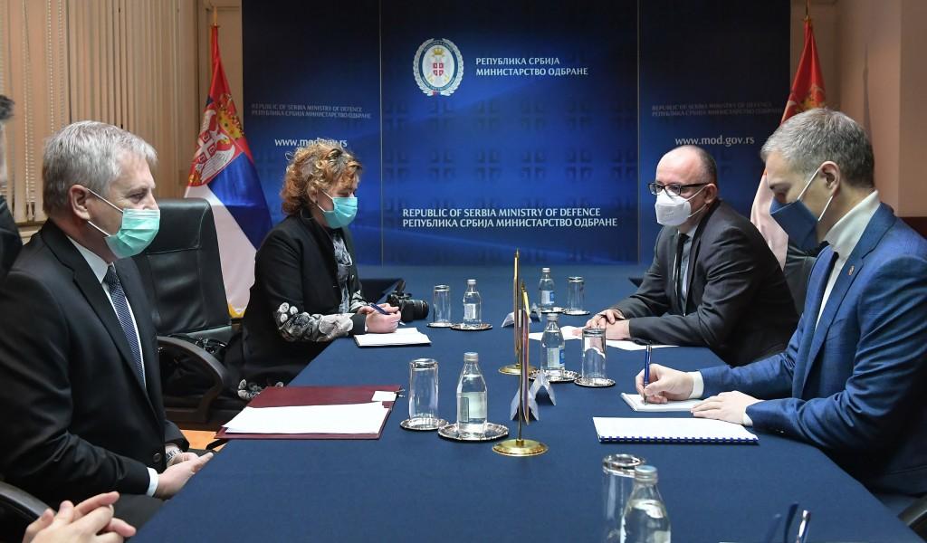 Sastanak ministra Stefanovića sa ambasadorom Slovačke Rosohom