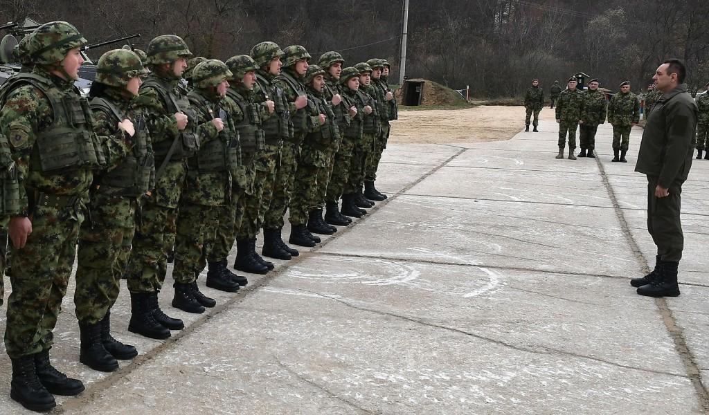 Министар Вулин Војска Србије у потпуности контролише ситуацију у Копненој зони безбедности