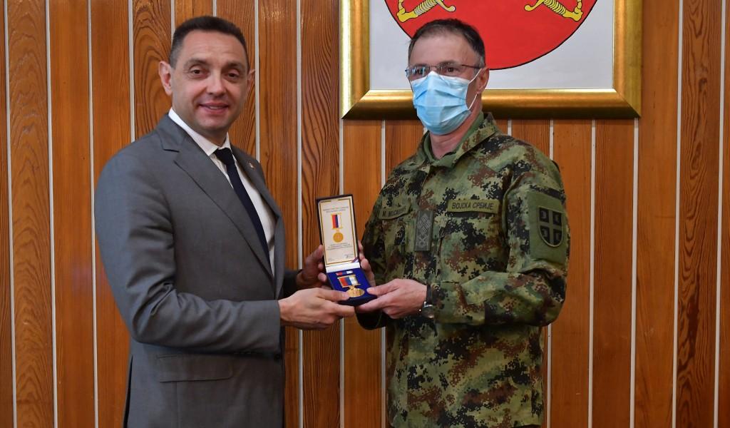 Ministar Vulin uručio vojne spomenice Dvadesetogodišnjica odbrane otadžbine od NATO agresije