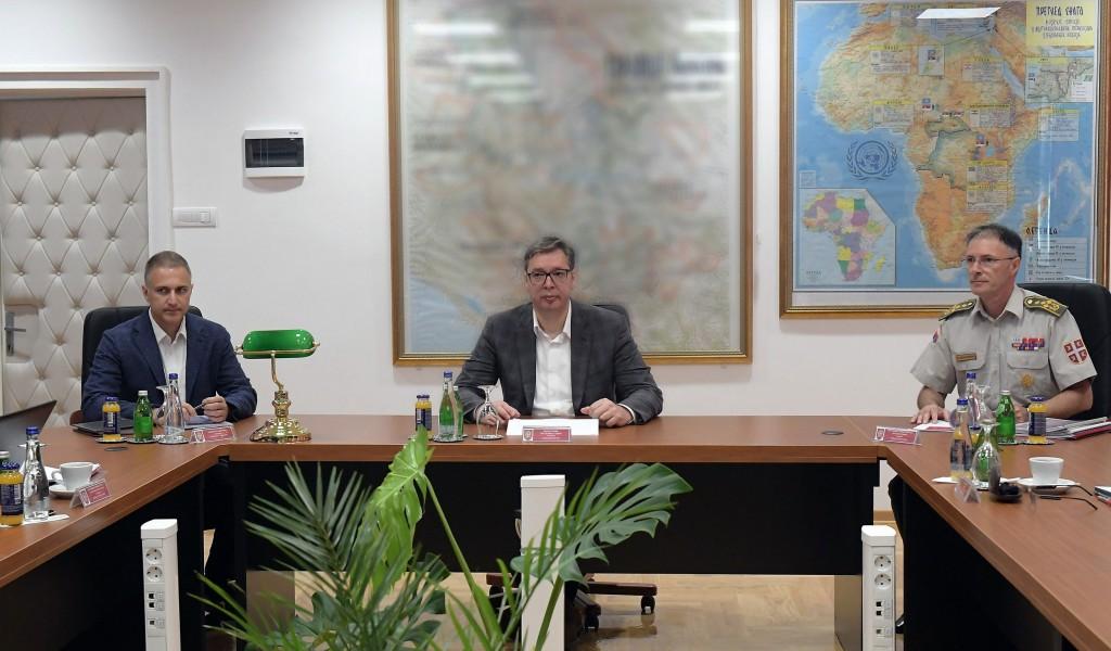 Састанак председника Вучића са министром Стефановићем и начелником Генералштаба генералом Мојсиловићем
