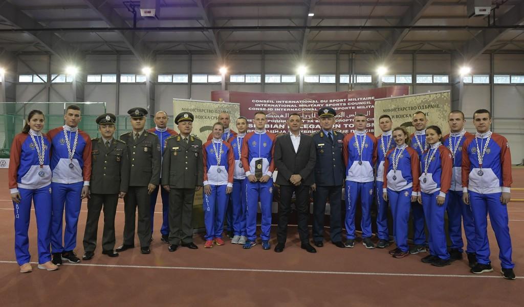 Министар Вулин са кадетима ВА који су освојили медаље у Москви: Војне школе омогућавају врхунске спортске резултате