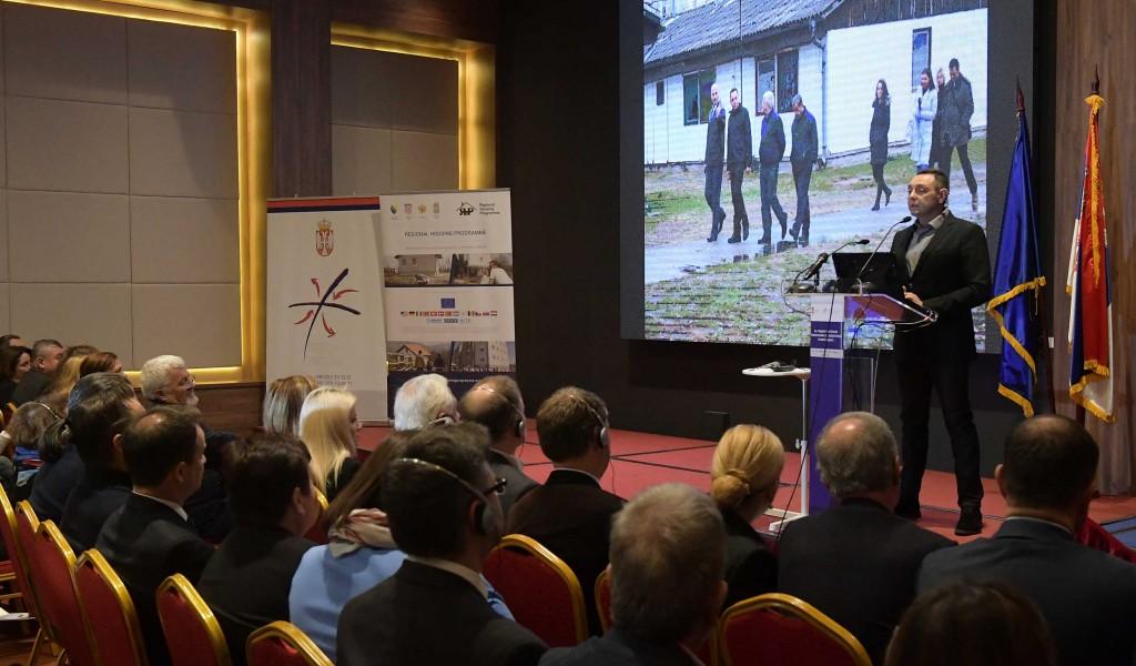 Министар Вулин Србија и даље хумана и одговорна у решавању мигрантске кризе