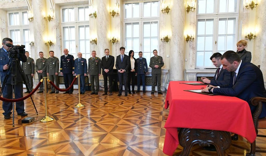 Потписивање Уговора о преносу оснивачких права и обавеза Музеја ваздухопловства