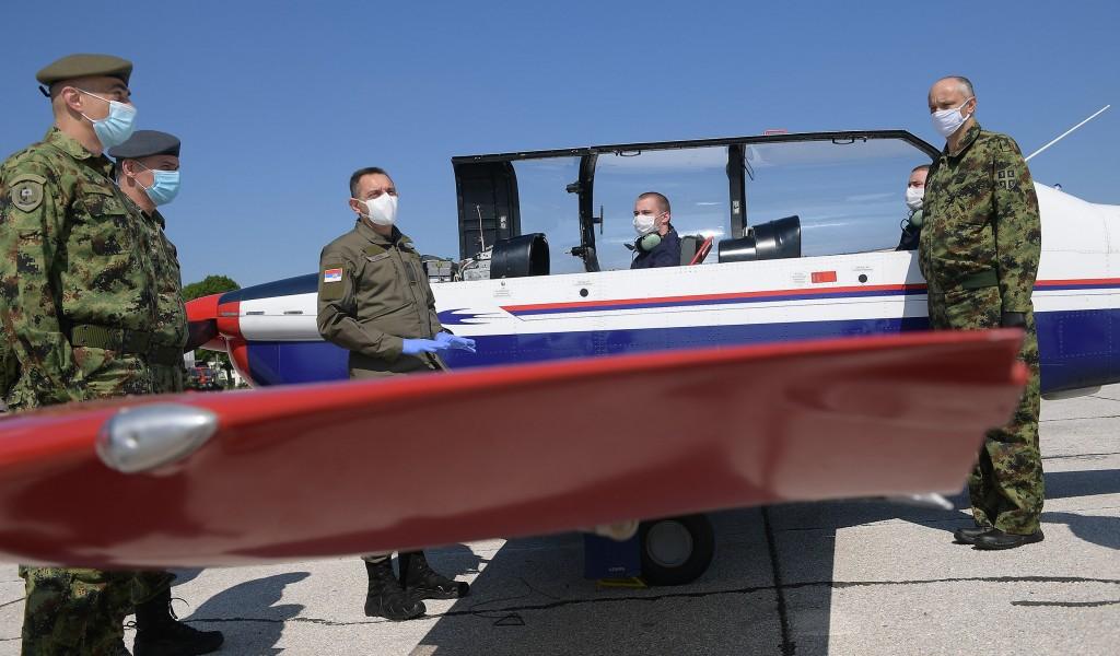 Министар Вулин Будући пилоти и ученици завршне године Средње стручне војне школе нису прекидали школовање током пандемије