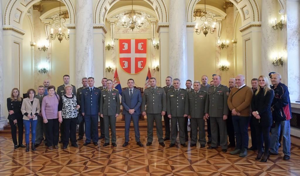 Министар Вулин Бринемо о припадницима војске и њиховим породицама