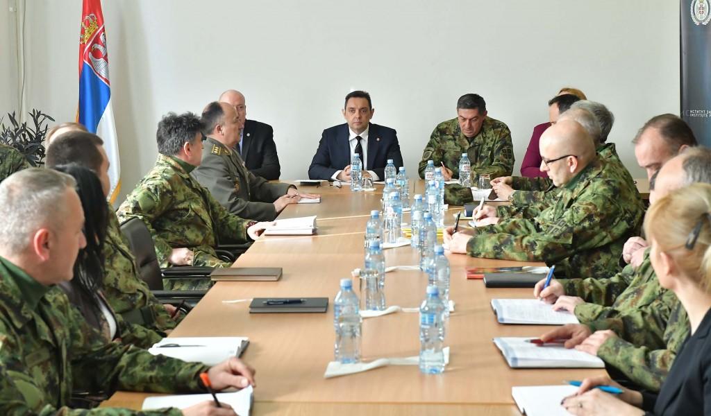 Министар одбране посетио Институт за стратегијска истраживања