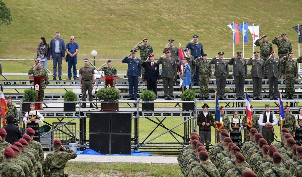 Провера припремљености за свечаност уручења војних застава 72 бригади за специјалне операције и 63 падобранској бригади