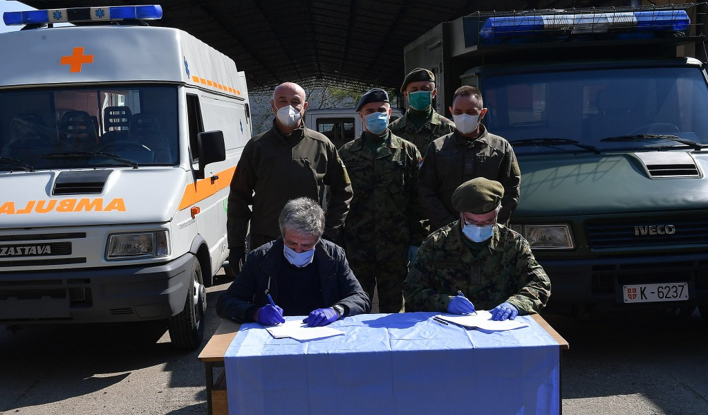 Minister Vulin Zastava TERVO donated to the military a new ambulance vehicle that was built in 15 days