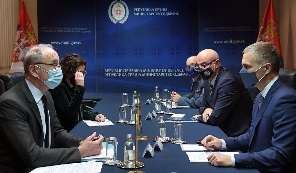 Састанак министра Стефановића са амбасадором Француске Фалконијем