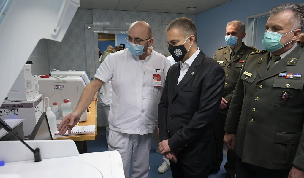 Minister Stefanović puts new scanner into service at Military Medical Academy