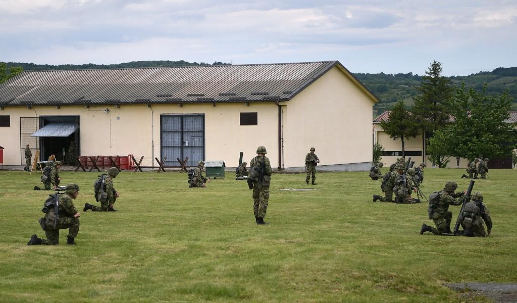 Министар Вулин Све јединице Војске Србије се непрекидно обучавају