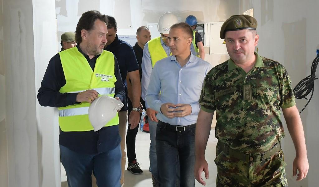 Minister Stefanović visits construction site for new Covid hospital in Novi Sad