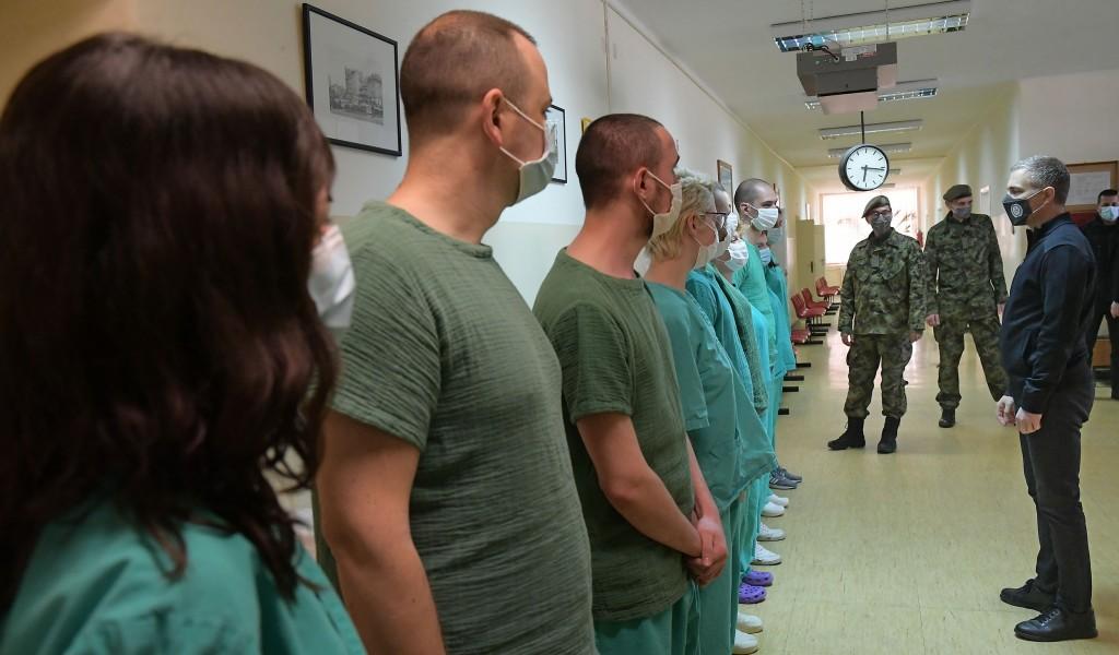 Minister Stefanović visits Karaburma Covid Hospital