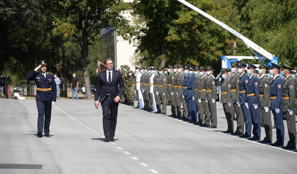 Председник и врховни командант Александар Вучић Србија и сви њени грађани поносни су на своју војску