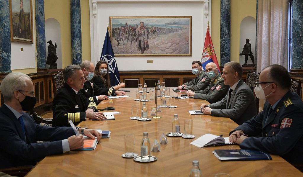 Minister Stefanović meets with Allied Joint Force Command Naples Commander Admiral Burke