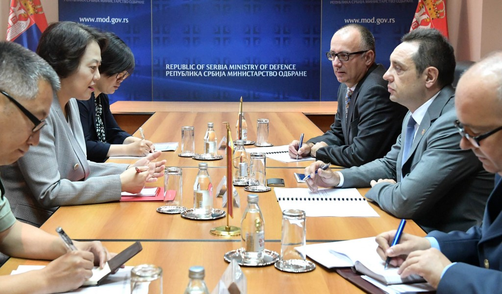 Састанак министра Вулина и амбасадорке НР Кине Чен Бо