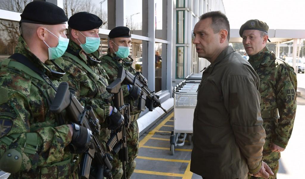 Министар Вулин обишао припаднике Војске на Аеродрому Никола Тесла