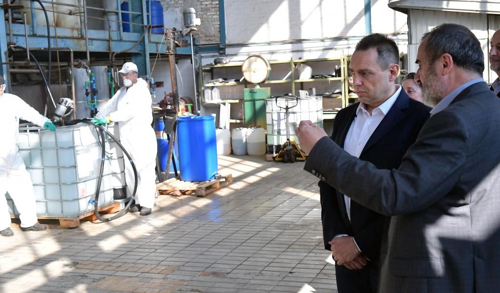 Ministar Vulin u Prvoj iskri u Bariču Odbrambena industrija Srbije se prilagođava potrebama građana