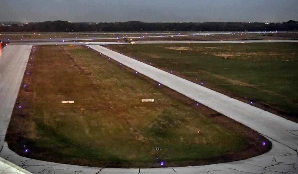 Ministar Vulin Aerodrom Pukovnik pilot Milenko Pavlović završetkom druge faze radova na svetlosnoj signalizaciji povratio 100 posto manevarskih kapaciteta