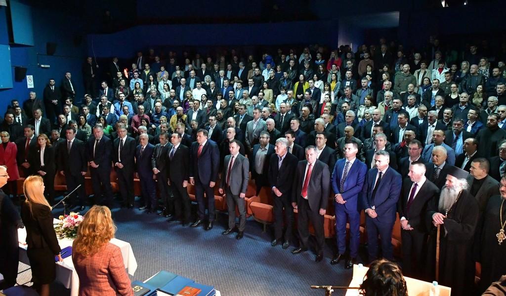 Министар Вулин у Сребреници Желим вам пријатеље као што су вам Вучић и Србија