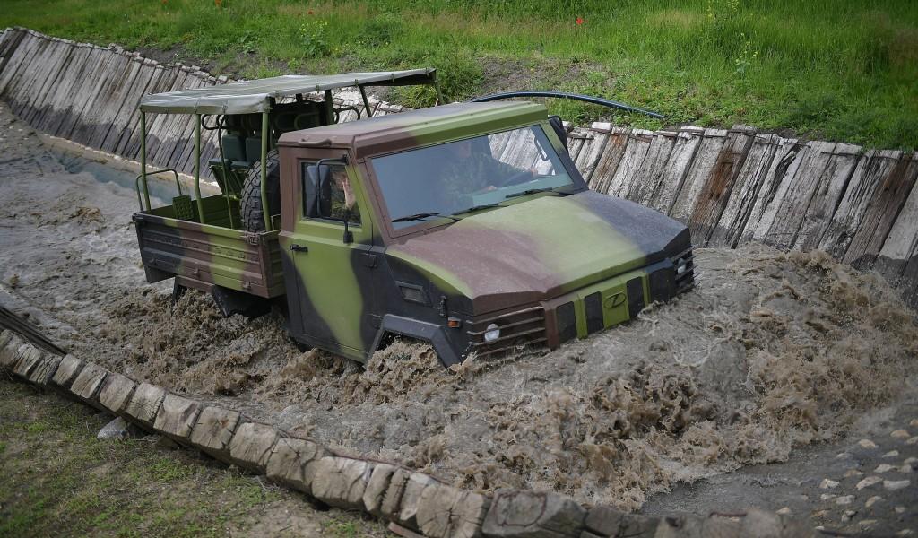 Министар Вулин Војска се опрема новим возилима наоружањем и средствима