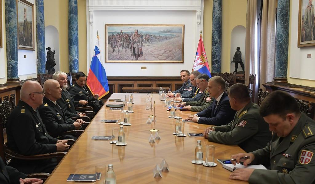 Састанак министра Стефановића са начелником Генералштаба Оружаних снага Словеније генерал мајором Главашем