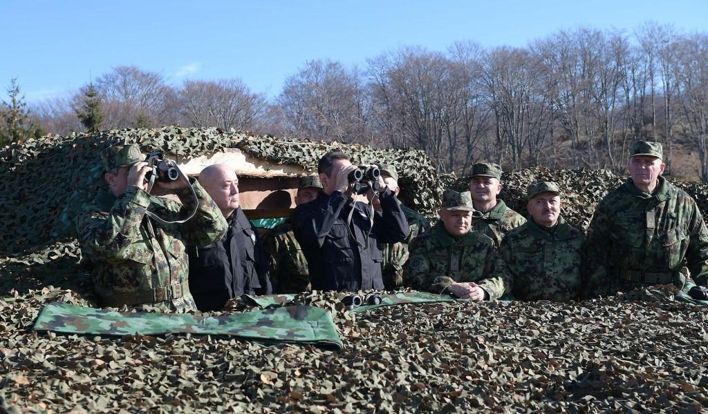 Војска и на Божић обезбеђује мир