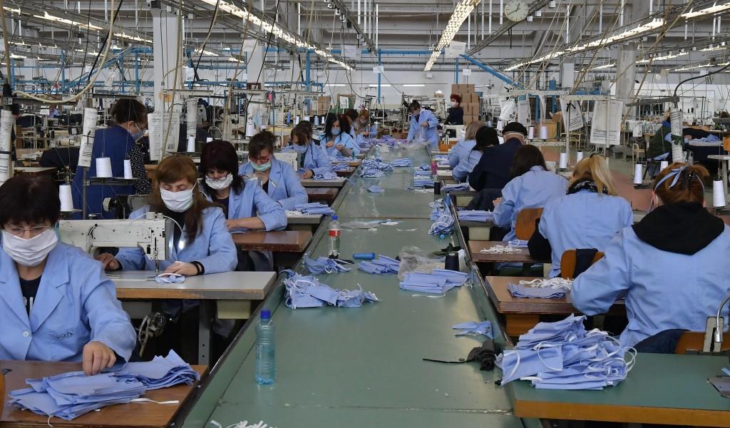Ministar Vulin u Vranju Jumko dnevno proizvede 20 000 zaštitnih maski