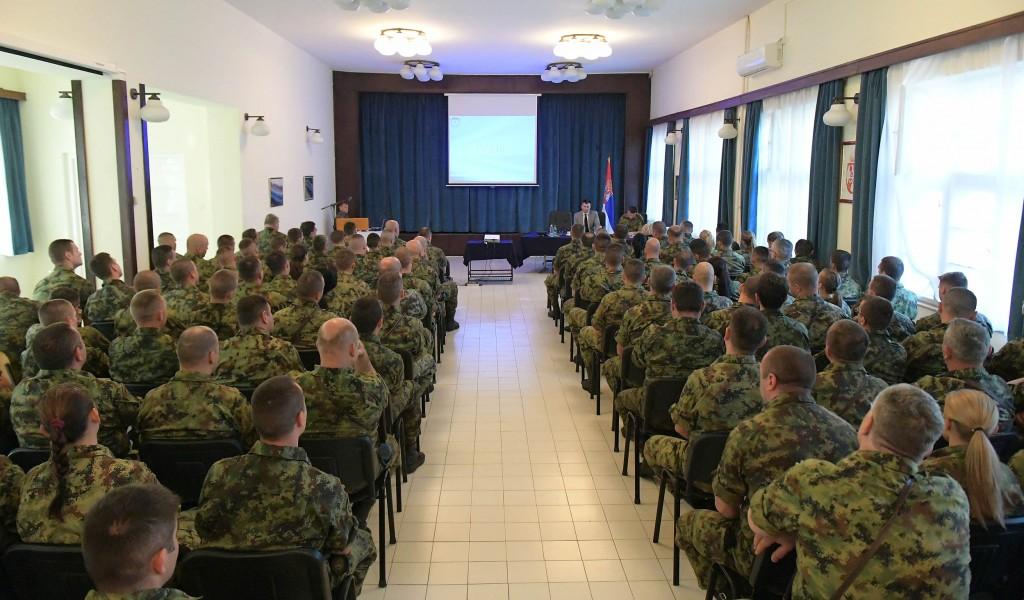 Разговор министра одбране са подофицирима и професионалним војницима Гарде