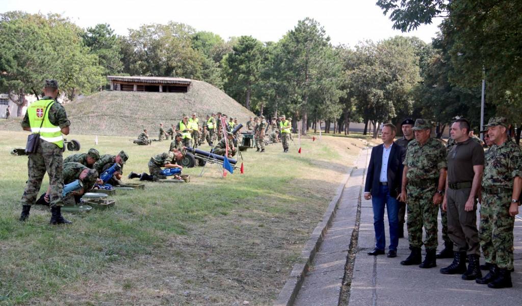 Министар Вулин Приоритет обука активног и резервног састава војске