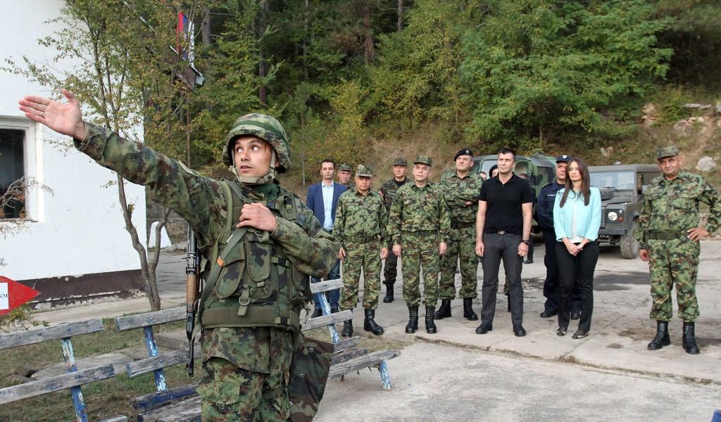 Министри одбране и правде обишли Заједничке снаге војске и полиције на граници према Бугарској