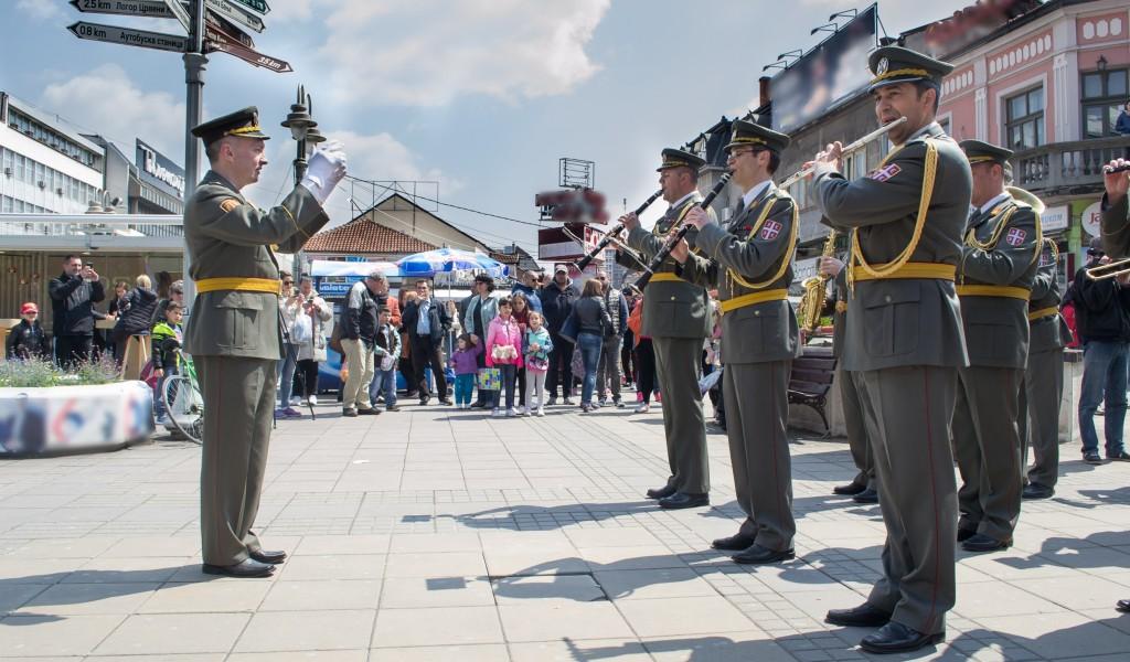 Променадни дефилеи војних оркестара поводом Дана Војске