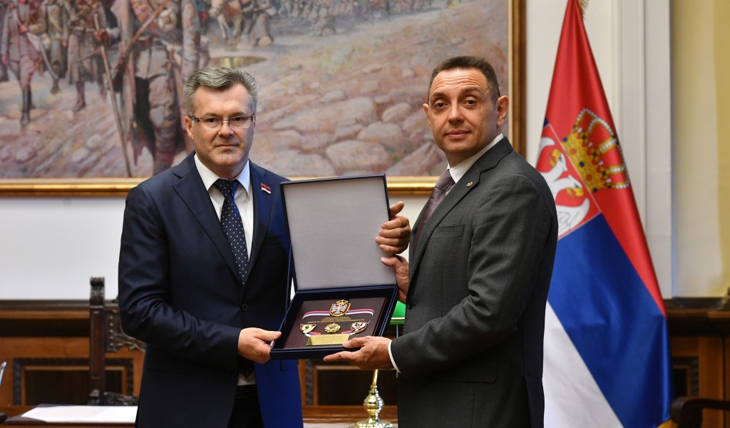 Minister Vulin received the Plaque of the Security Services Control Committee of the National Assembly