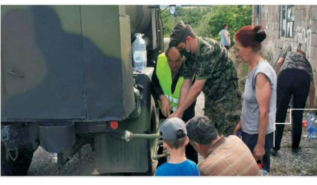 Vojnici pomažu u poplavljenim krajevima