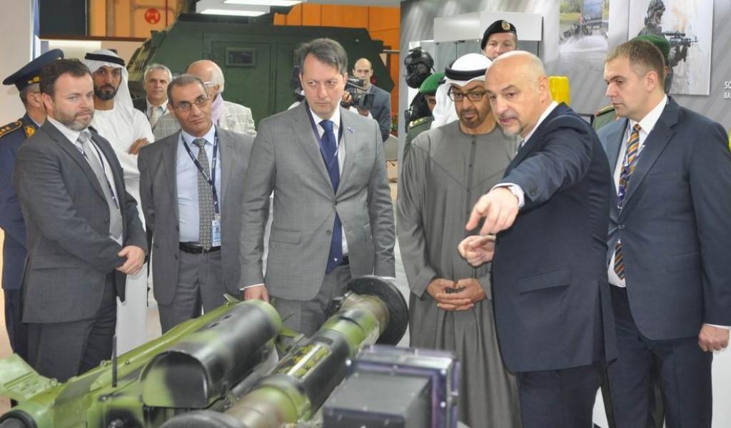 Принц Бин Зајед посетио српски штанд на изложби наоружања у Абу Дабију
