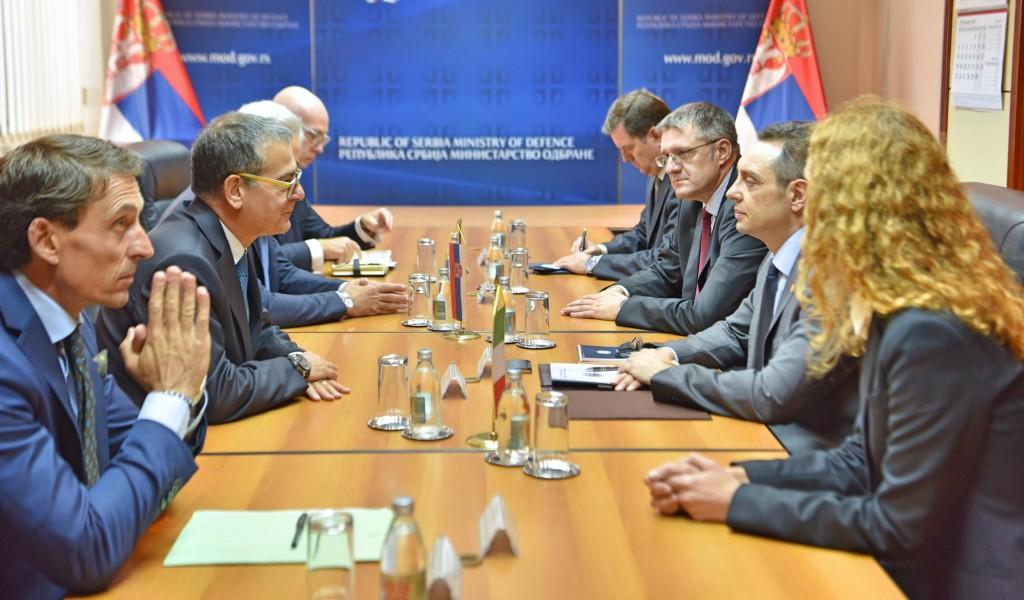 Министар Вулин примио делегацију AISE