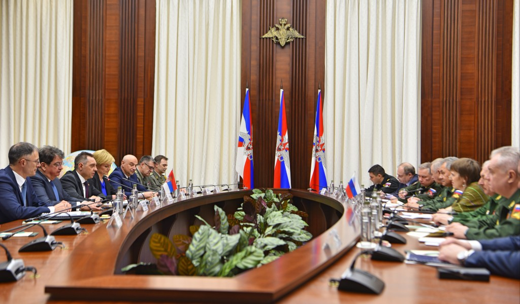 Министар Вулин Србија набавља нове хеликоптере од Русије