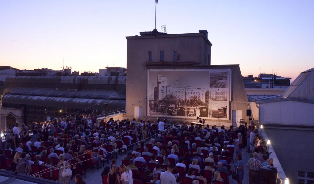 Кабаре Љубавни времеплов изведен на кровној тераси Дома Војске
