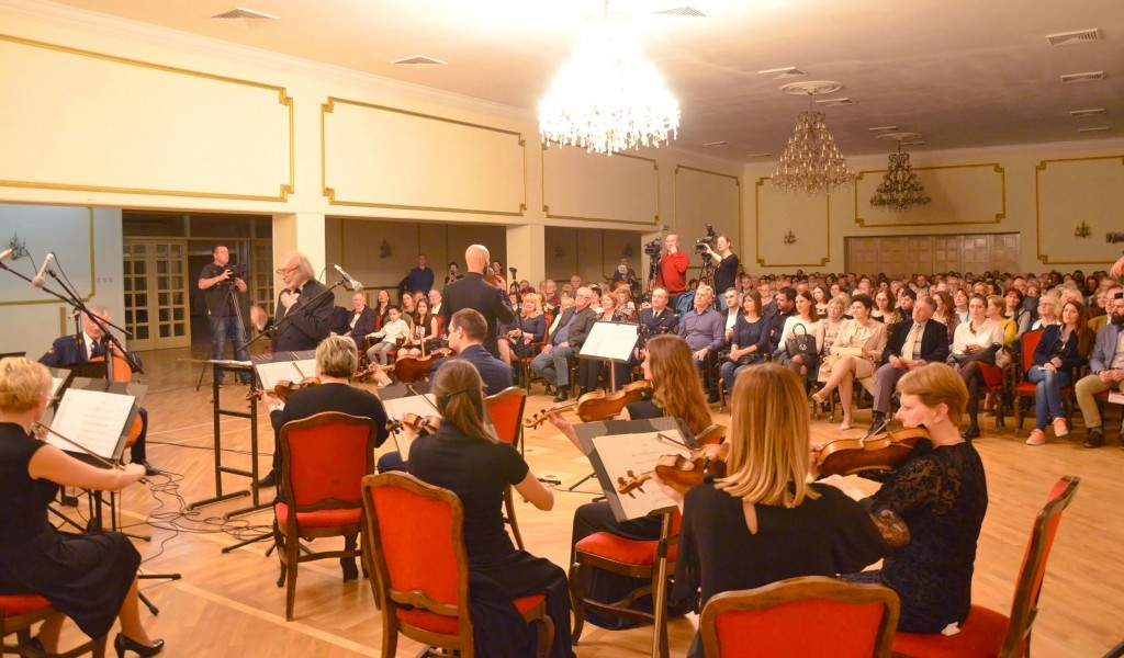 Oсмомартовски концерт Уметничког ансамбла Станислав Бинички