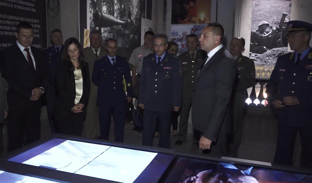 Polaznici VSBO i GŠU na 21 godišnjicu završetka NATO agresije obišli izložbu Odbrana 78