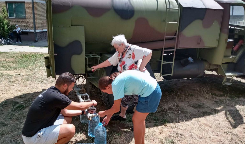Serbian Armed Forces continue to help deliver water to drought affected municipalities
