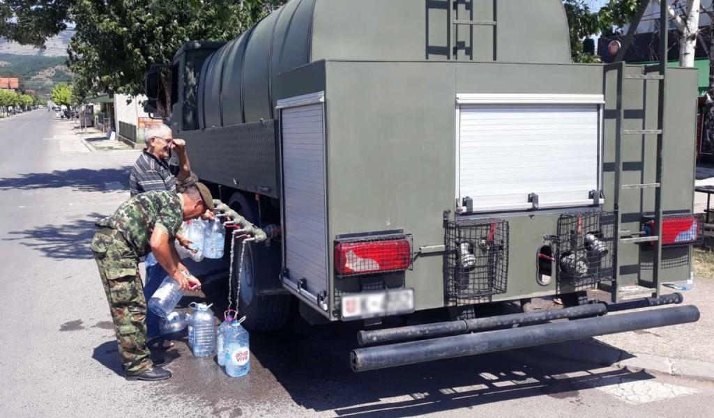Војска Србије помаже у водoснабдевању угрожених општина