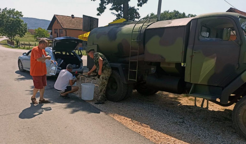 Serbian Armed Forces provide additional water tankers to help deliver water to drought affected municipalities