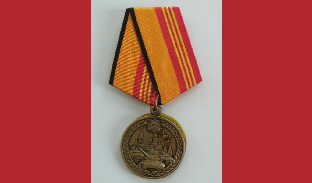 The Minister of Defence of the Russian Federation Sergey Shoygu awards a medal to the Minister of Defence of the Republic of Serbia Aleksandar Vulin