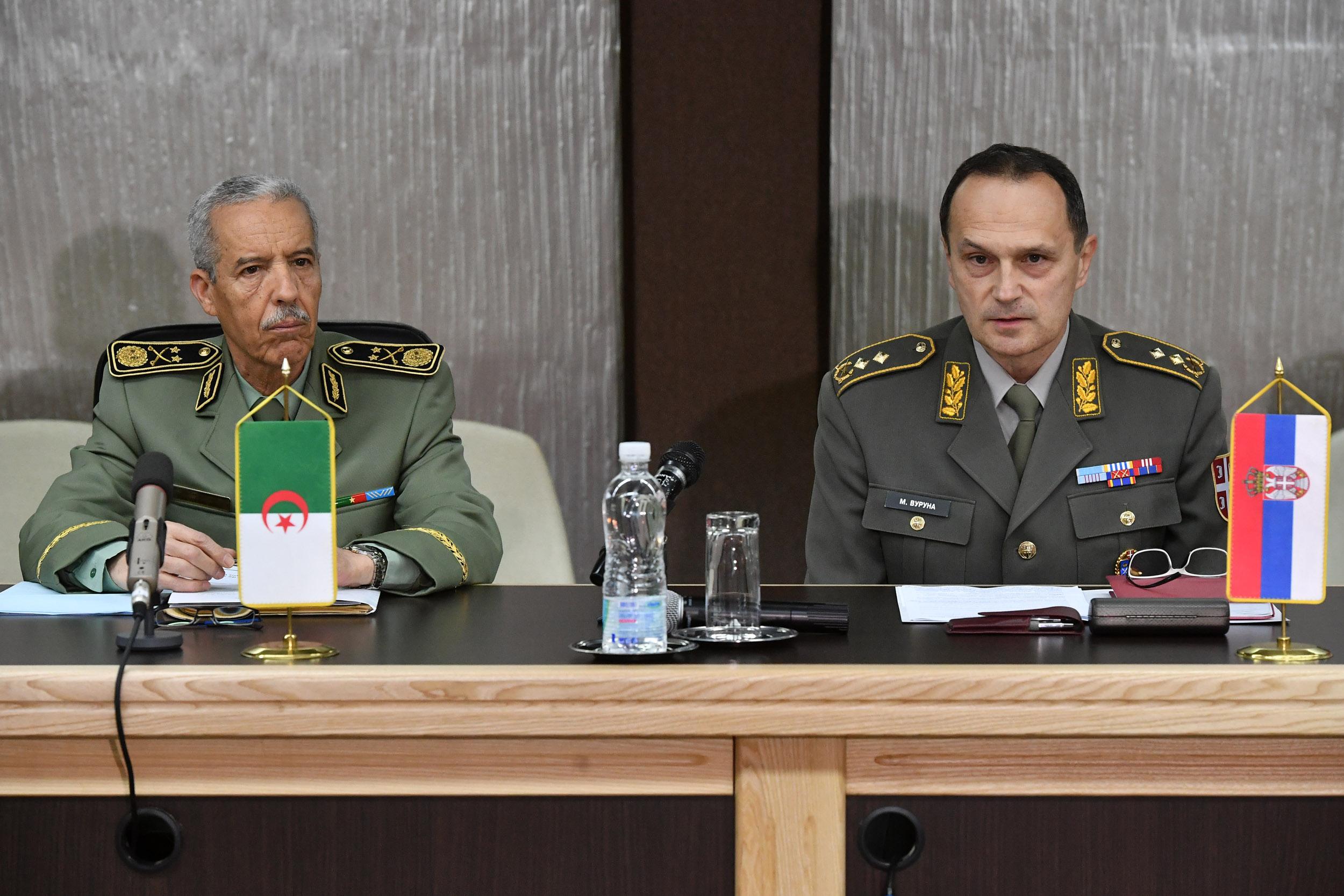 الجزائر : صلاحيات نائب وزير الدفاع الوطني - صفحة 21 Ban_1033_1519373111