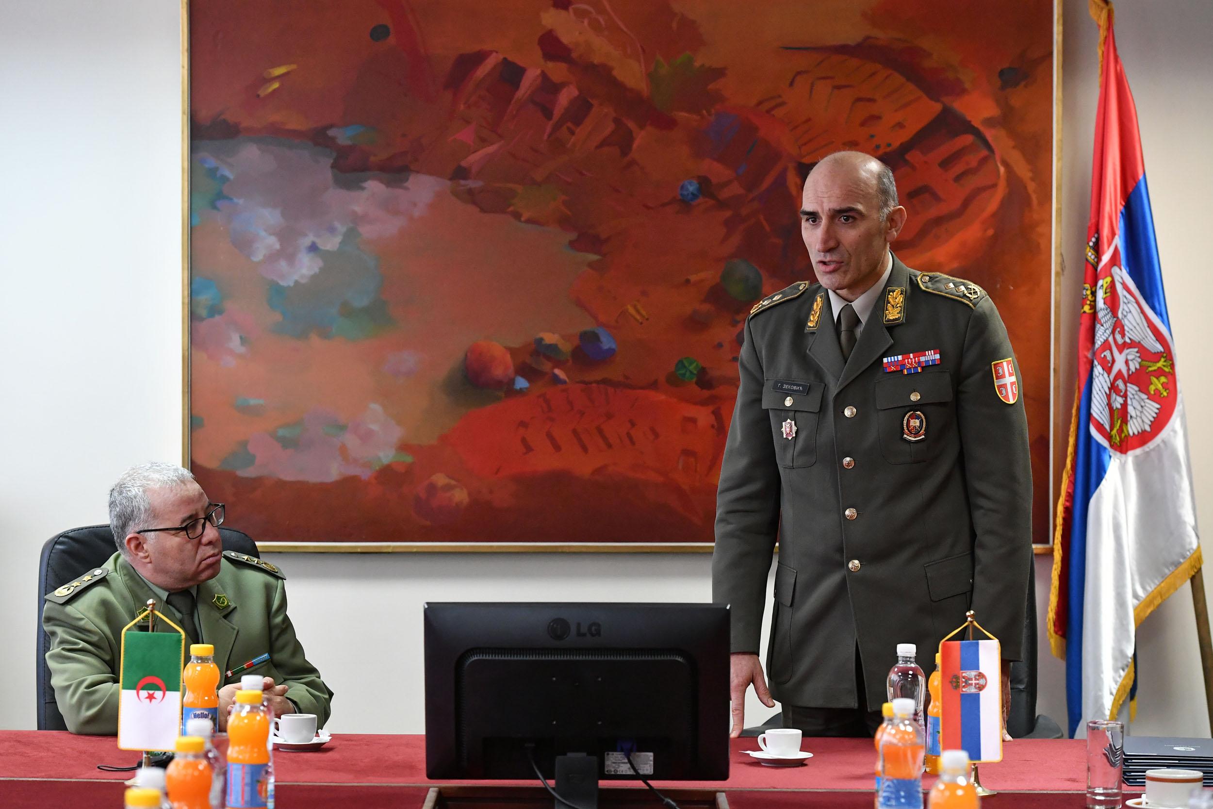 الجزائر : صلاحيات نائب وزير الدفاع الوطني - صفحة 14 Ban_9297_1490965290