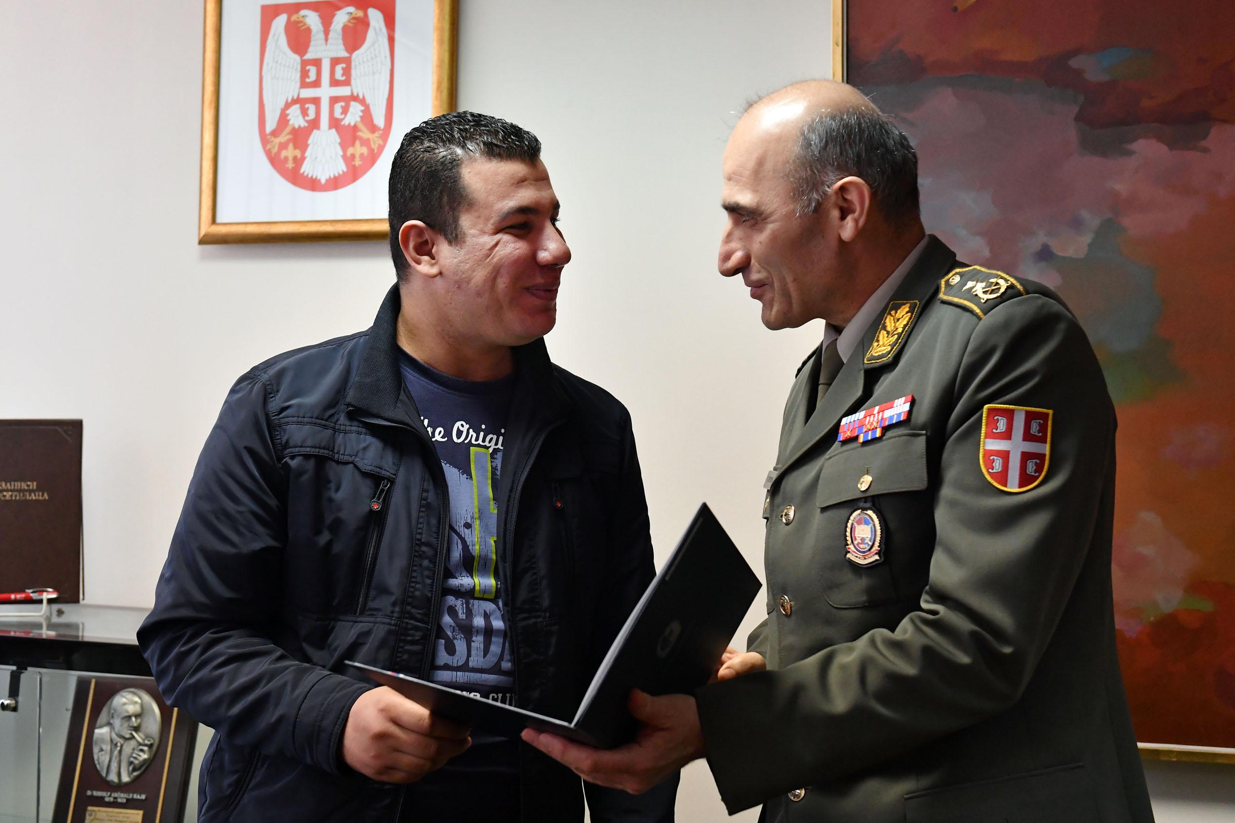 الجزائر : صلاحيات نائب وزير الدفاع الوطني - صفحة 14 Ban_9467_1490965294