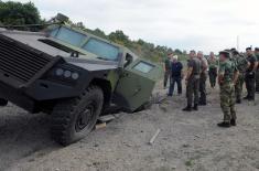"""Министар Вулин на полигону """"Никинци"""": Борбено оклопно возило """"Милош"""" положило све тестове"""