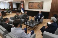 Министар Стефановић примио породице мајора Тепића и војника Мирковића